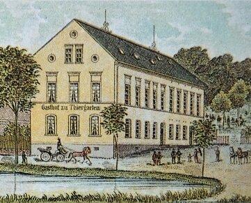 Dieses Motiv entstammt einer Postkarte aus dem Jahr 1900 und zeigt, wie der Gasthof in Thiergarten damals aussah.