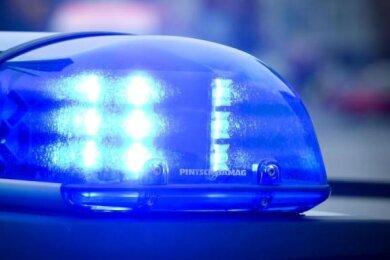 Die Polizei sucht einen Zeugen, der nach einer körperlichen Auseinandersetzung zwischen zwei Männern in Treuen behauptet hat, selbst Polizist zu sein.