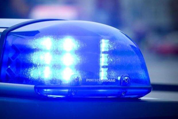 Unbekannter überfällt Supermarkt - Polizei sucht Zeugen