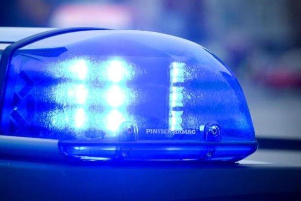 Streit: 28-Jähriger beleidigt dunkelhäutige Polizistin