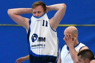 Schlusssirene in Mittweida: die HSG-Spieler Lucas Herfter (l.) und Mirko Bergner laufen nächste Saison nicht zu Punktspielen auf.
