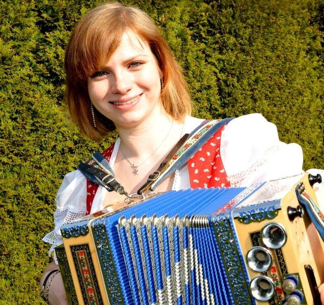 Die 23-jährige Stefanie Perl aus Oelsnitz ist auf der CD Vogtlandheimat 10 zu hören.