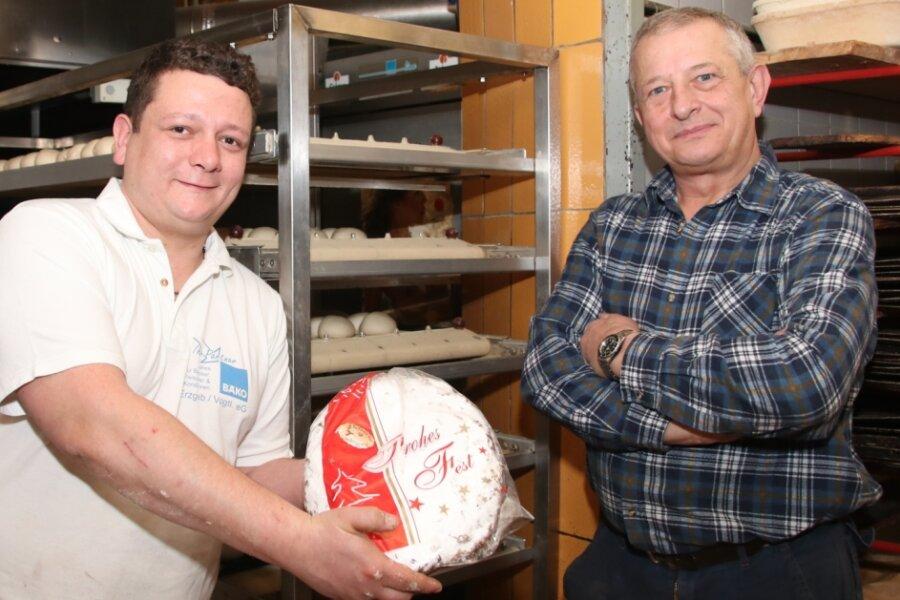 Bäckermeister Kay Mussack (links) verschickte in diesem Jahr 100 Stollen nach Luxemburg. Jörg Riedl (rechts) stellte den Kontakt zu einem befreundeten Feinkosthändler her.