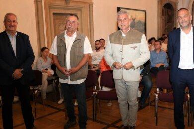 Fototermin kurz vor Beginn des Wahlforums im Schloss Augustusburg: Mike Moncsek (AfD), Hans-Ullrich Drechsel , Timo Ahnert (beide Einzelkandidat) und Amtsinhaber Dirk Neubauer (SPD/v. l.) wollen Bürgermeister in Augustusburg für die nächsten sieben Jahre werden.