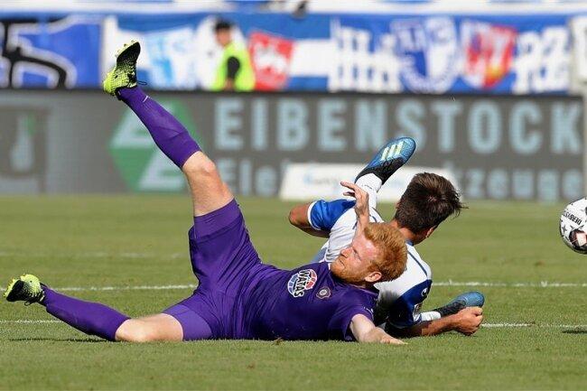 Die Auer Defensive um Fabian Kalig ließ keine große Torchance des Aufsteigers 1. FC Magdeburg zu.