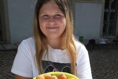 Die zwölfjährige Kimberly Lamla hatte Spaß an der Zubereitung von römischen Quarkbällchen.