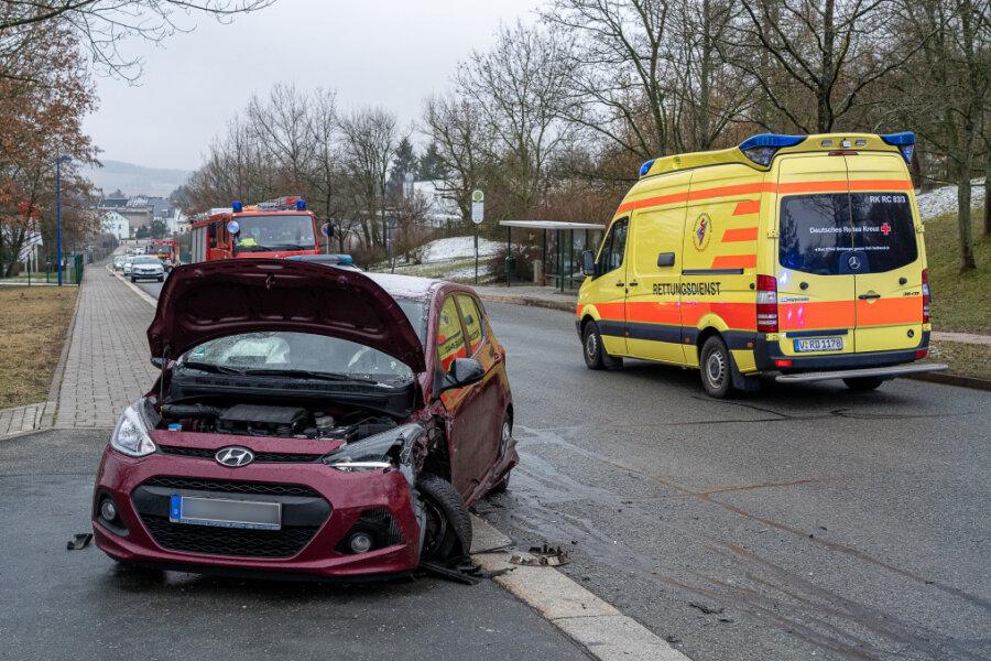 Autofahrer stirbt bei Unfall in Auerbach/V.