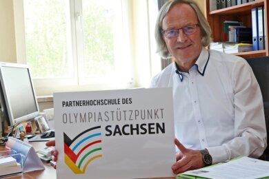 """Peter Mietke, Dezernent für Studienangelegenheiten, hat die Vereinbarung mit dem Olympiastützpunkt federführend ausgearbeitet. Der WHZ-Mitarbeiter, der Laufsportler war und Ende Oktober in den Ruhestand geht, betont: """"Spitzensportler sind auch wichtige Botschafter für uns."""""""