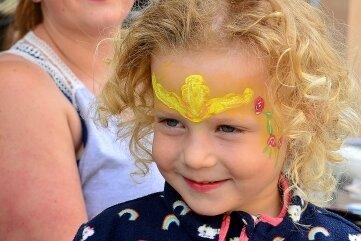 Die dreijährige Katy hatte sich von Anna Hoßberg schminken lassen.