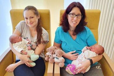 Mama Isabell mit Karl Theodor (l.) und Mama Anja mit Diana.