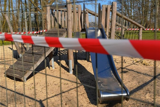 Gesperrte Spielplätze, geschlossene Freizeiteinrichtungen: Psychotherapeut Sven Quilitzsch sieht in Kontaktbeschränkungen große Gefahren für die psychische Gesundheit von Kindern und Jugendlichen.