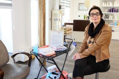 Mandy Scheibner schneidet nicht nur Haare. Seit Montag nimmt sie auchCoronatests vor.