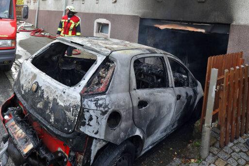 Callenberg: Brennendes Auto in Garage