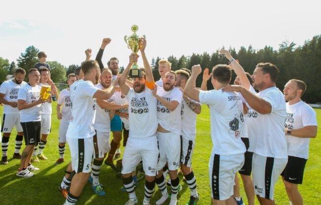 2020 feierte einmal mehr der SC Syrau den Pokalsieg. Am Samstag ermitteln Werda und Concordia Plauen dessen Nachfolger.