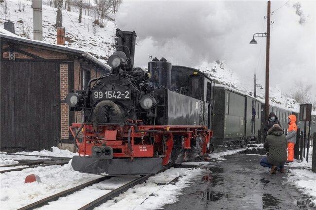 Nach etwa dreimonatiger Pause war am Wochenende zum ersten Mal in diesem Jahr die Preßnitztalbahn zwischen Jöhstadt und Steinbach unterwegs. Der Zuspruch war gut.