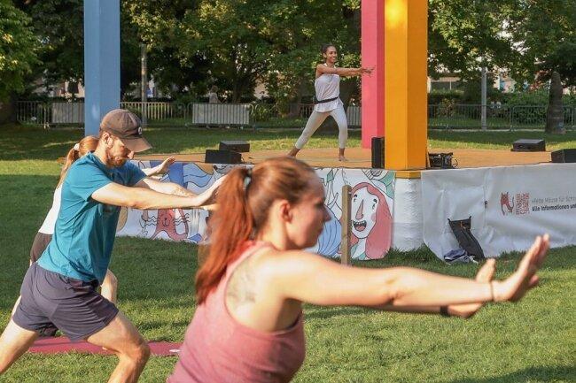 Bodybalance mit Dinah Dietrich auf der Bühne stand am Samstagabend nochmals auf dem Programm des Parksommers.