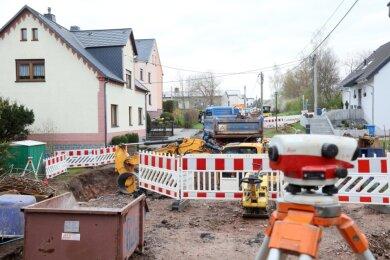 Kein Durchkommen mehr: Bis voraussichtlich Ende kommenden Jahres ist die Gabelsbergerstraße in Reinsdorf komplett gesperrt. Der grundhafte Ausbau erfolgt in mehreren Abschnitten.