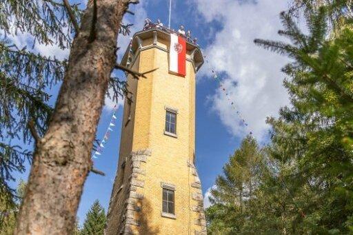 Der Perlaser Turm ist seit dem gestrigen Sonntag wieder offen. Es herrschte vor dem Turm und auf der Plattform viel Betrieb.