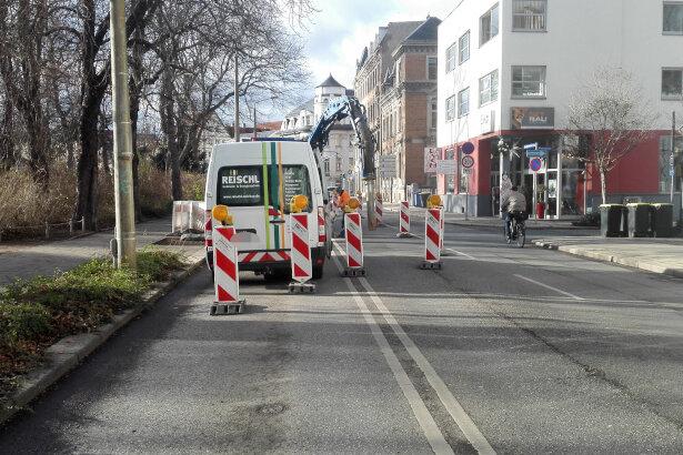 Auf dem Dr.-Friedrichs-Ring in Zwickau ist eine Trinkwasserleitung havariert.