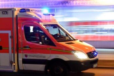 Eine 48 Jahre alte Frau ist am Freitagmorgen in St. Egidien ist nach einem Unfall leblos in ihrem Auto entdeckt worden.