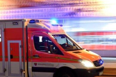 Brand-Erbisdorf. Ein Radfahrer ist bei einem Unfall im Brand-Erbisdorfer Ortsteil Langenau am Freitagvormittag schwer verletzt worden.
