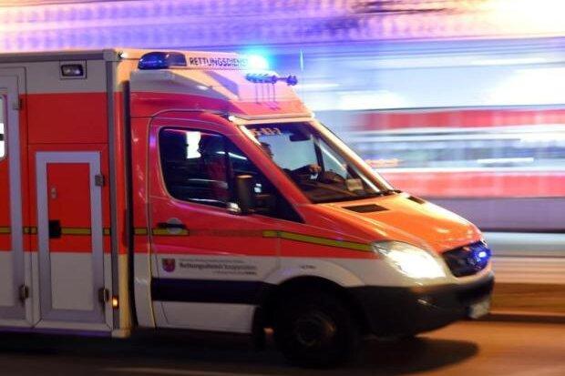Schwerverletzter nach Kollision - mutmaßlicher Verursacher flüchtet