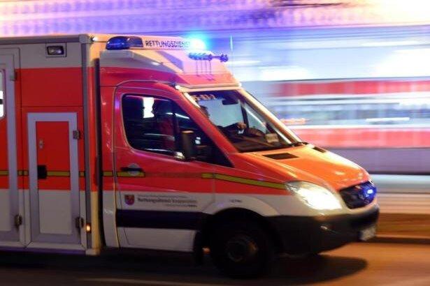 Zwei Schwerverletzte bei Laster-Unfall auf A 72 - Vollsperrung
