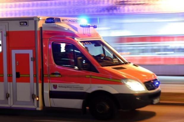 Arbeitsunfall in Marienberg: Arbeiter stürzen durch Decke