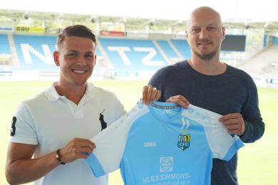 Neuzugang Felix Schimmel (li.) und CFC-Sportdirektor Armin Causevic.