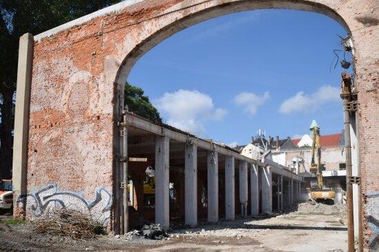 Bis auf die Außenmauern ist von der Fabrik neben der Hartmannhalle nicht viel übrig.
