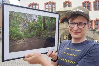 """Tobias Höra aus Plauen hat den Fotowettbewerb """"Lieblingsplätze"""" gewonnen. Sein Bild vom Syratal bekam 590 der insgesamt über 1400 abgegebenen Stimmen. Damit reiht sich das Syratal neben dem Stadtpark und den Weberhäusern in die Lieblingsplätze der Plauener ein."""
