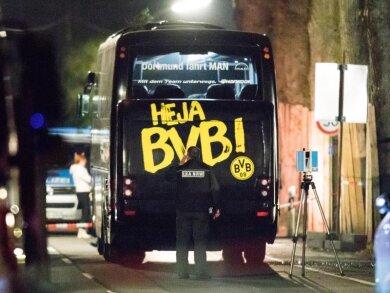 In der Nacht gingen die Untersuchungen des LKA am BVB-Bus weiter.