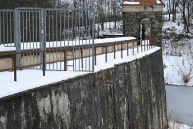 Ob dieser Winter der letzte für die Talsperre Euba vor der Sanierung der Mauer sein wird, entscheiden die Stadträte am Mittwoch.