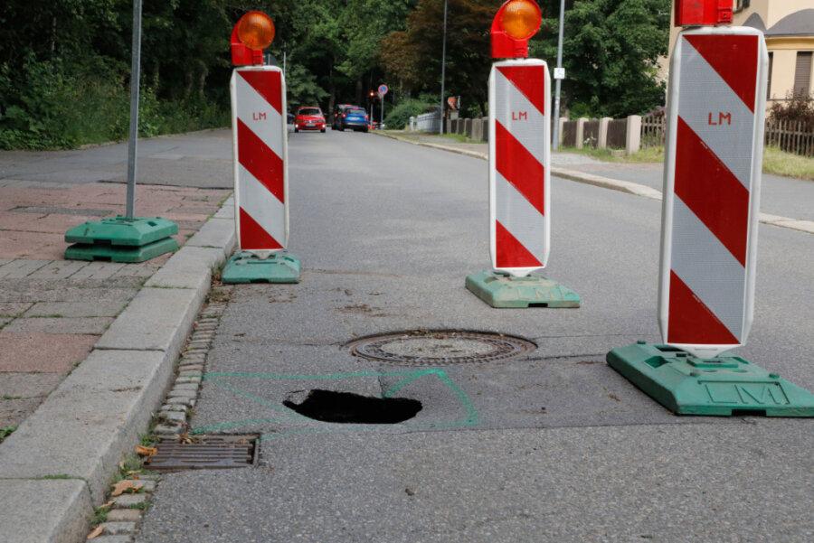 Straßendecke eingebrochen: Straße zum Klinikum Chemnitz voll gesperrt