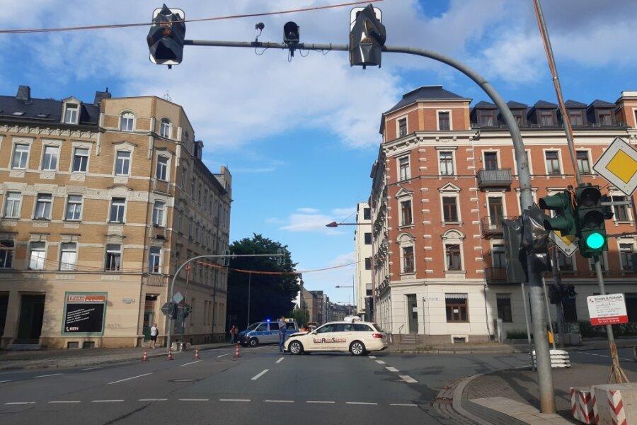 Rote Ampel missachtet: Unfall mit vier Autos auf Limbacher Straße