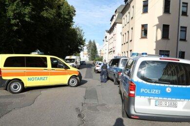 Rettungsdienst und Polizei waren am Montagabend in Limbach-Oberfrohna im Einsatz, weil sich ein Guineer zunächst mit einer Flüssigkeit übergossen und dann ein Feuerzeug in den Händen gehalten hatte.