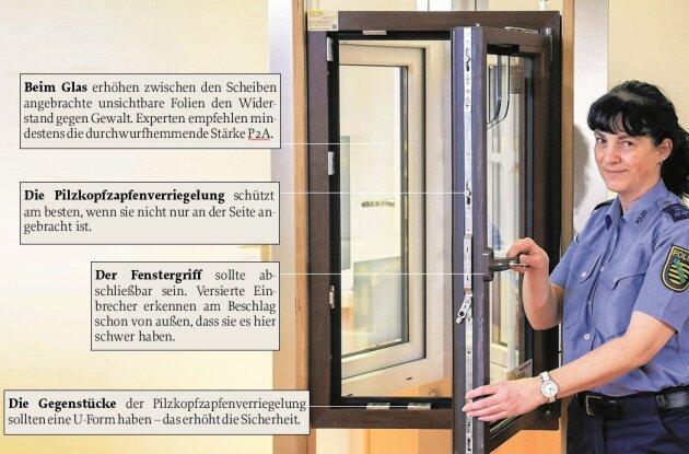 Fachberaterin Kathy Seyferth zeigt in der Polizeilichen Beratungsstelle in Chemnitz, worauf es bei einem sicheren Fenster ankommt.