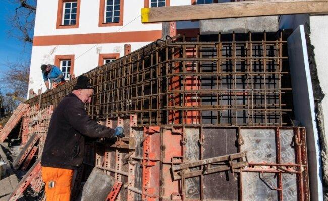 Vor wenigen Wochen erfolgten am Museum in Wiederau Arbeiten für die Schalung einer neuen Stützmauer.
