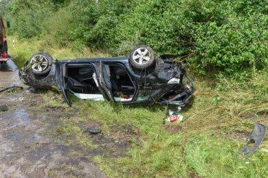 Der Audi landete bei dem Unfall auf dem Dach.