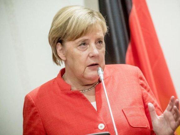Bundeskanzlerin Angela Merkel (CDU) spricht bei einer Pressekonferenz.