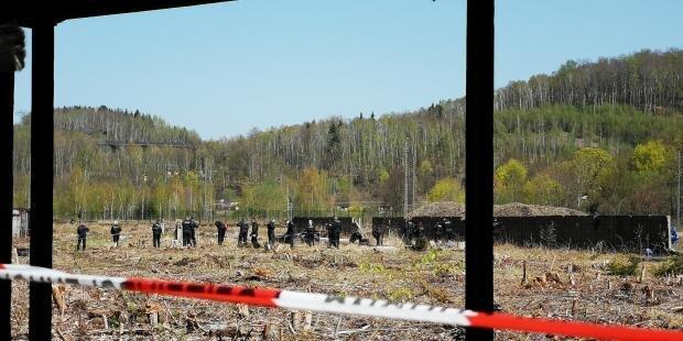 Die Polizei war im April mit einem Großaufgebot vor Ort und durchsucht das Gelände am alten Güterbahnhof, wo die leblose Person gefunden worden war.