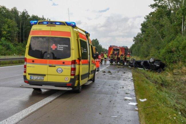 Der Fahrer musste mit schweren Verletzungen ins Krankenhaus gebracht werden.