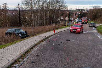 Auf der Lunzenauer Straße in Penig sind am Montagfrüh drei Autos zusammengestoßen.