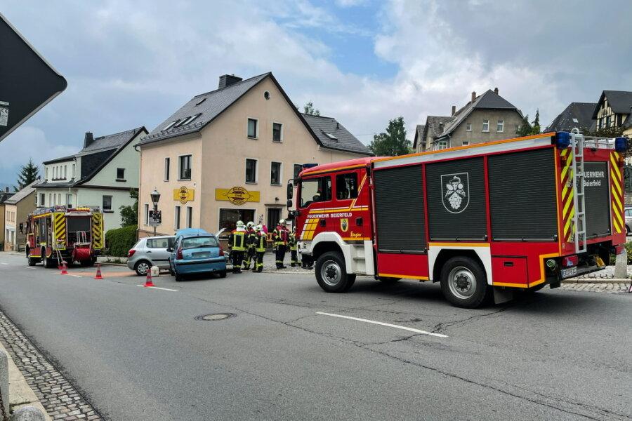 Unfall in Grünhain-Beierfeld: Zwei Autos abgeschleppt