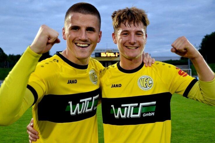 Der 23-jährige Moritz Kretzer (links) gratulierte dem 20-jährigen Tim Limmer (rechts) zum spielentscheidenden 3:0.