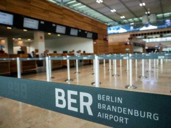 Blick in die Abflughalle des neuen Flughafens Berlin-Brandenburg.