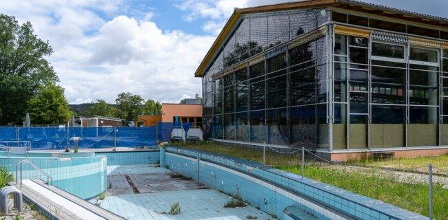 1998 eröffnet, 2005 geschlossen: die Schwimmhalle in Brunn. Das Vario- oder Nichtschwimmerbecken ist seit 2017 außer Betrieb.