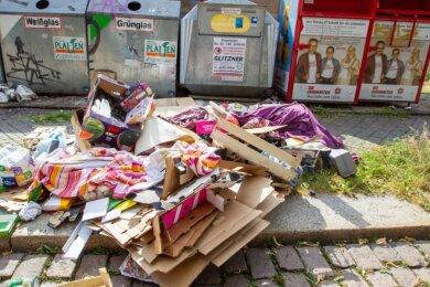 Pappkartons, Plastik, Textilien: Der Müllberg an der Moritzstraße verärgert Anwohner.