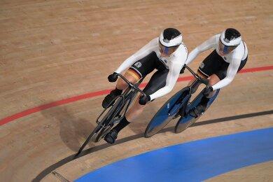 Lea Sophie Friedrich (vorn) und Emma Hinze müssen sich im Finale nur knapp geschlagen geben.