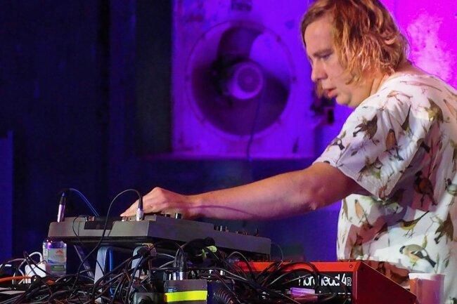 Studierter Naturwissenschaftler, seit 25 Jahren auch namhafter Techno-DJ und Musikproduzent: Dominik Eulberg, der aus dem Westerwald stammt, ist ein Unikat. Sein Auftritt war der Höhepunkt des Raw-Festivals.